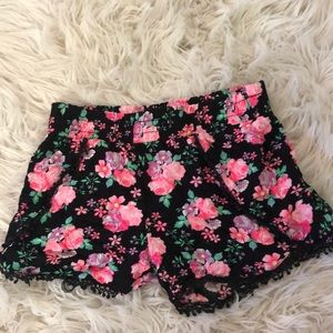 Frilly rose shorts
